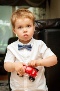 מכונית צעצוע לילדים.