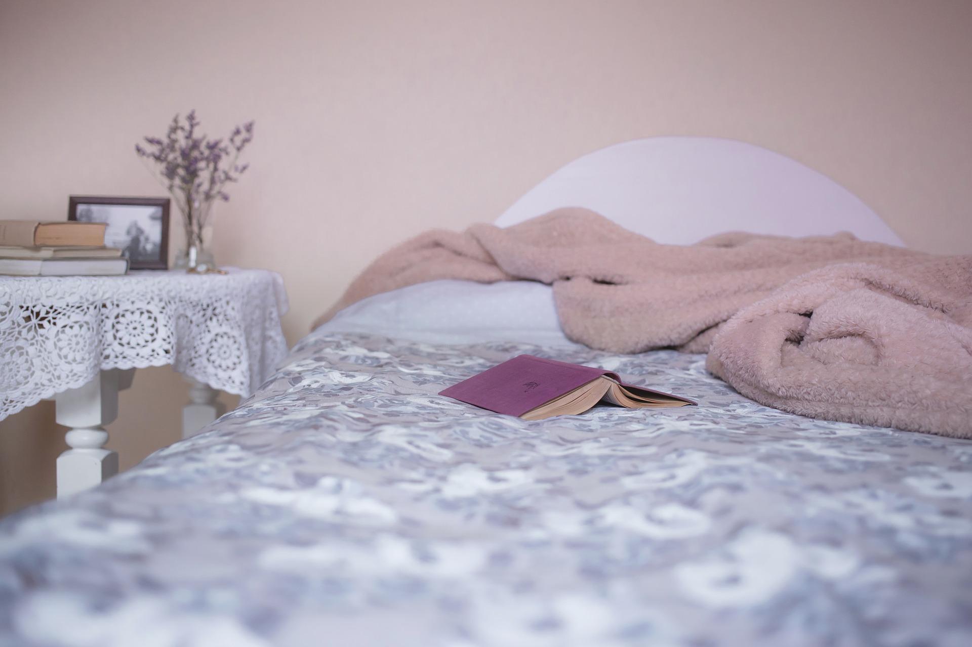 כיצד המצעים שלכם משפיעים על איכות השינה?