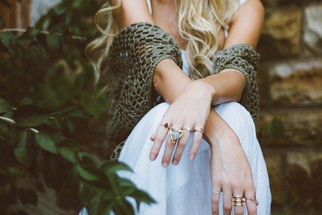הכירי את תכשיטי חביב: החנות הבאה לעגילי הזהב המושלמים שלך